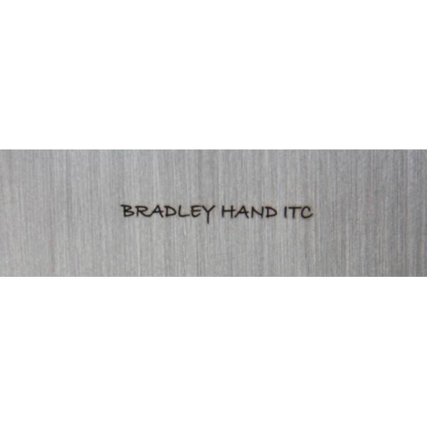 Gravure sur lame de couteau  Bradley hand ITC